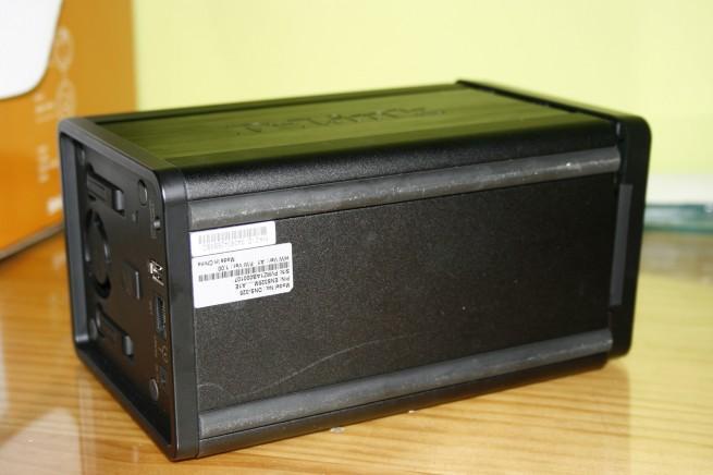 Vista inferior del D-Link DNS-325