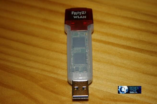 Vista frontal del adaptador Wi-Fi USB Fritz!WLAN Stick USB N