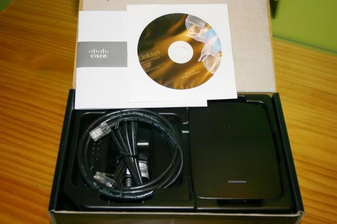Vista interna de la caja del AP Cisco Linksys RE2000