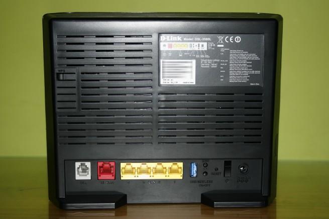Vista trasera del router D-Link DSL-3580L