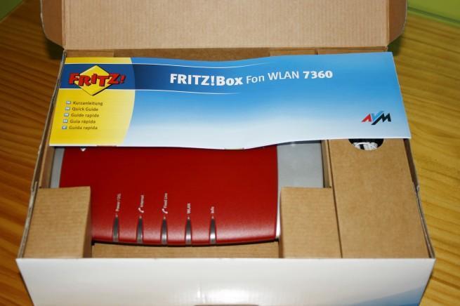 Vista general de la caja abierta del FRITZ!Box 7360