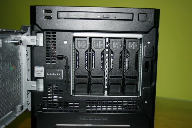 Vista frontal de las bahías para HDD del HP ProLiant MicroServer Gen8