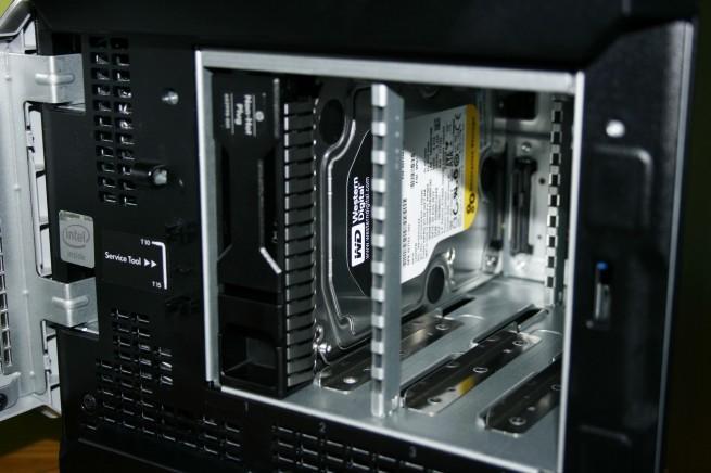 Vista del disco duro WD RE4 de alto rendimiento en el HP ProLiant MicroServer Gen8
