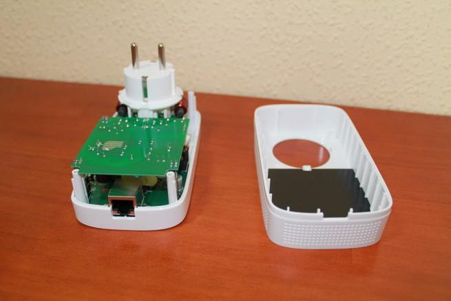 Carcasa del PLC TP-LINK TL-PA8010P separada