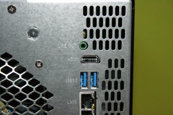 Puertos USB 3.0 y salida HDMI del NAS Thecus N5810PRO