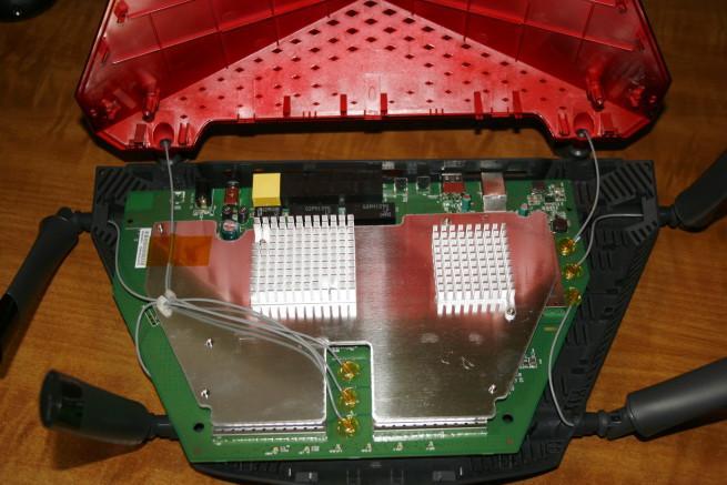 Interior del router D-Link DIR-890L