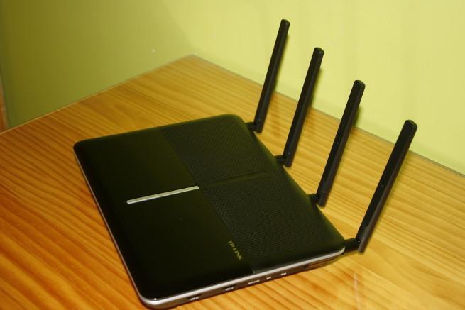 Lateral derecho del router TP-LINK Archer C2600