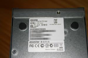 Pegatina del NAS ASUSTOR AS6202T con la MAC de las tarjetas