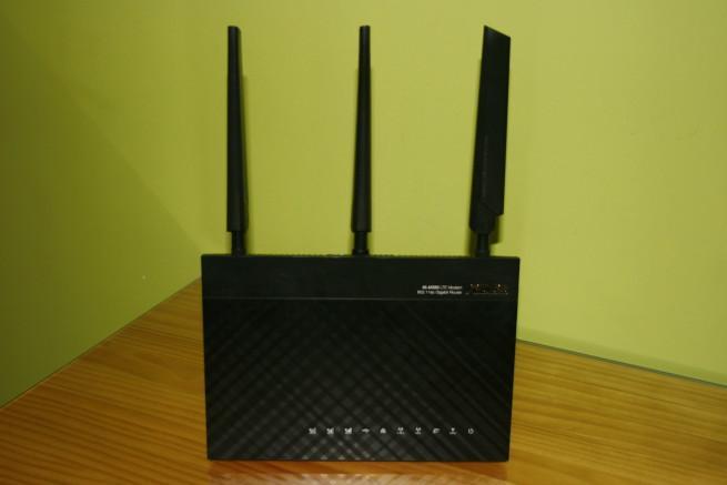 Frontal del router ASUS 4G-AC55U en detalle