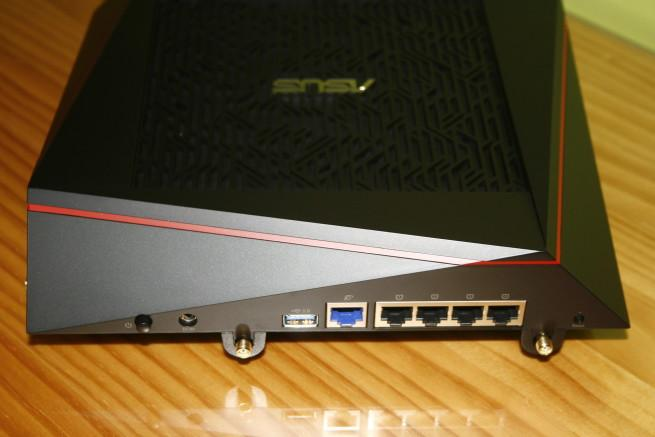 Trasera del router ASUS RT-AC5300 en detalle