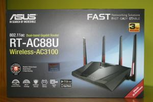 Frontal de la caja del router ASUS RT-AC88U