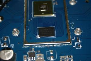 Memoria RAM del router Nanya NT5CC256M16CP-D1 con 512MB de capacidad