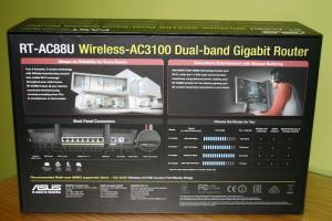 Trasera de la caja del router ASUS RT-AC88U