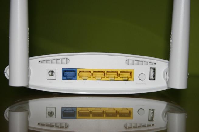 Conectores y botones del router neutro Edimax BR-6478AC V2