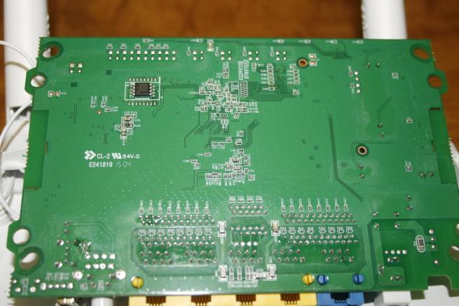 Trasera de la placa del router Edimax EW-6478AC V2