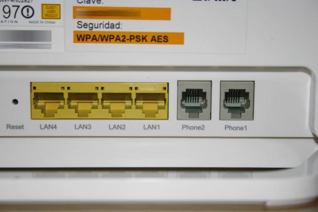 Trasera del router ZTE ZXHN F680