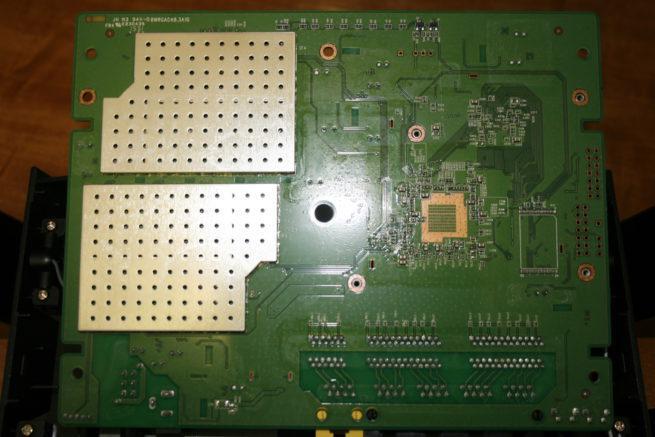 Parte trasera de la placa del router D-Link DIR-879