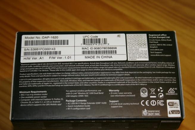 Inferior de la caja del repetidor D-Link DAP-1620