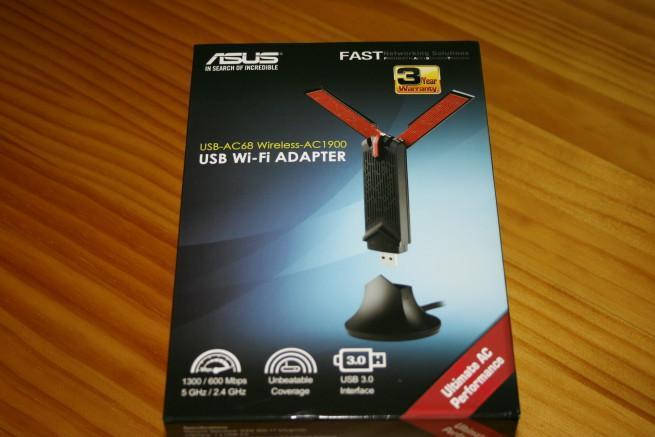 Caja exterior de la tarjeta ASUS USB-AC68