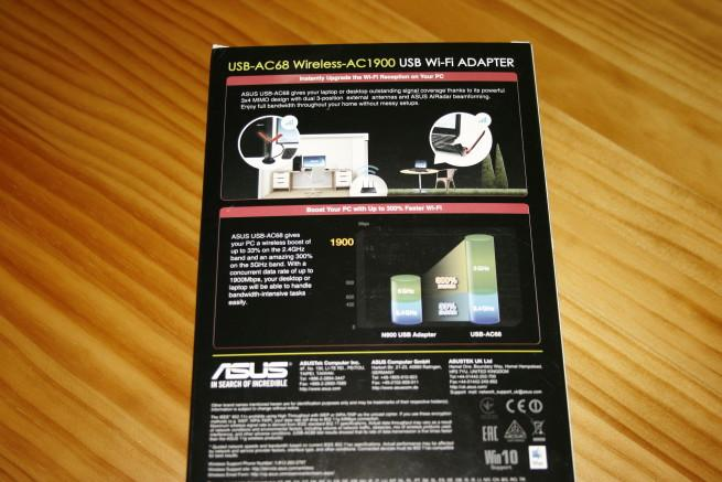 Trasera de la caja de la tarjeta Wi-Fi ASUS USB-AC68