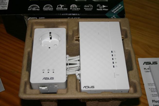 PLC ASUS PL-AC56 en el interior de la caja