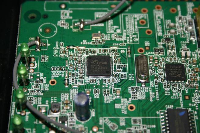 Vemos el controlador Wi-FI 2.4GHz del router ASUS DSL-N14U