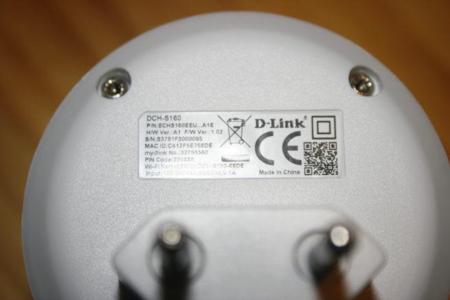 Detalle de la pegatina del D-Link DCH-S160 Water Sensor con los datos de autenticación