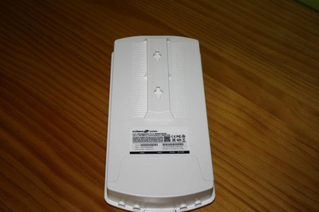 Trasera del punto de acceso Edimax OAP900