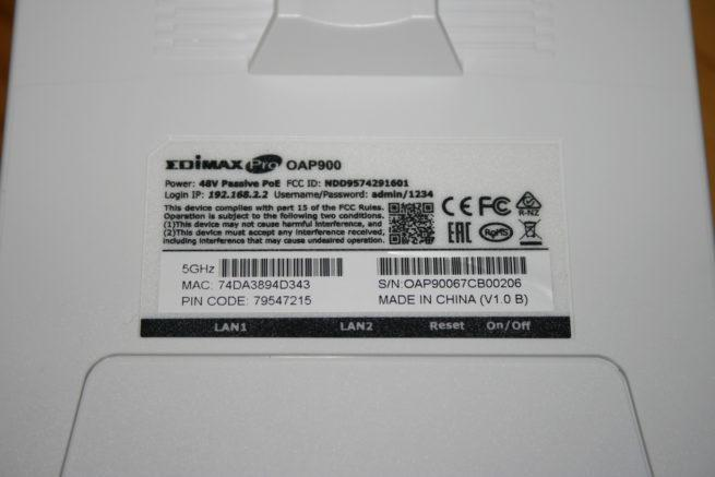 Pegatina del AP Edimax OAP900 con datos de administración