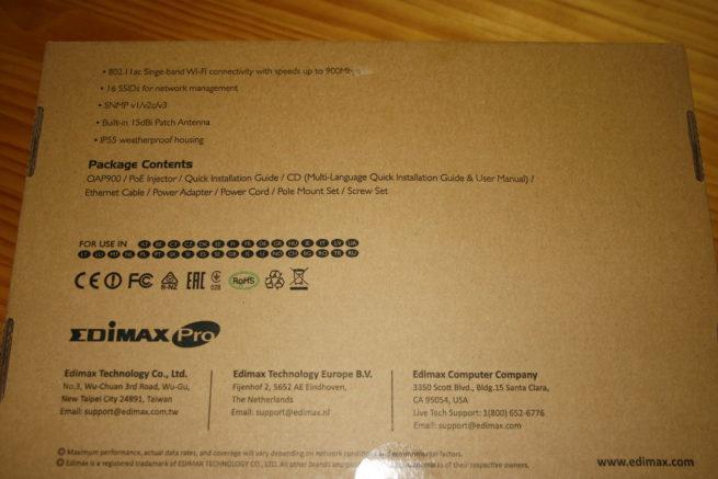 Trasera de la caja con las principales especificaciones del Edimax OAP900