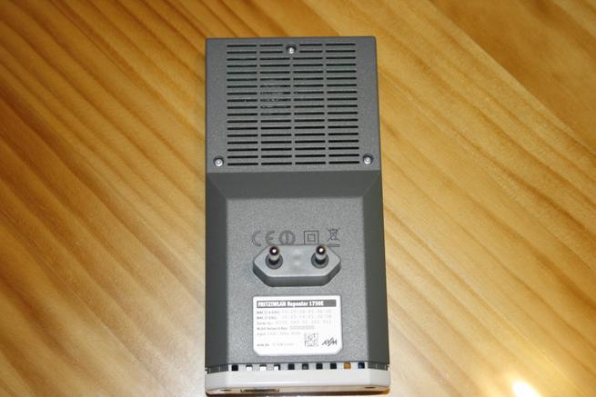 Trasera del repetidor Wi-Fi FRITZ! WLAN Repeater 1750E