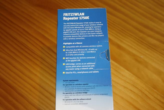 Lateral derecho de la caja del FRITZ! WLAN Repeater 1750E
