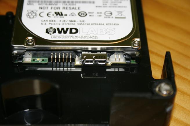 Detalle de la conexión del disco WD para el Nextcloud Box