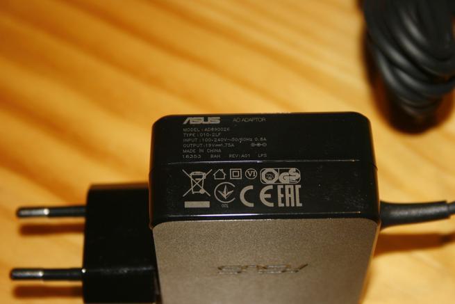 Transformador de corriente del router ASUS RT-AC66U B1