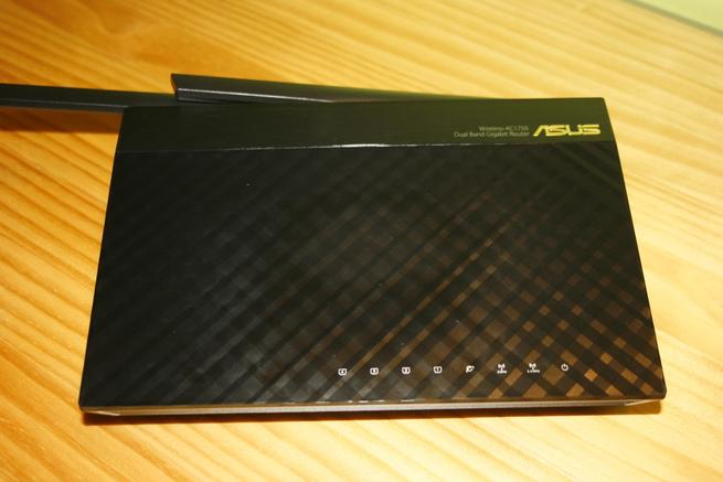 Frontal del router ASUS RT-AC66U B1