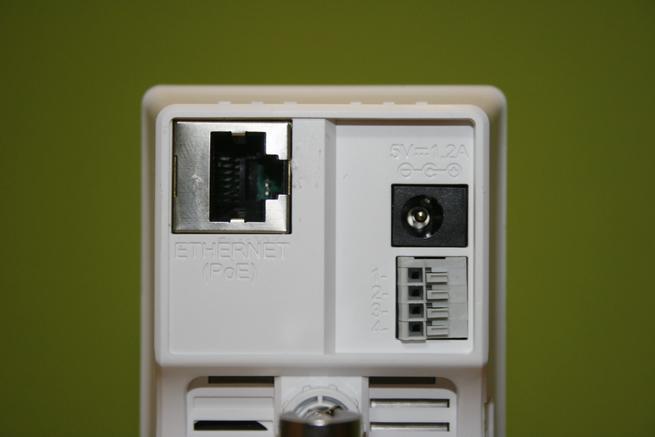 Puertos y conectores de la cámara IP D-Link DCS-2210L