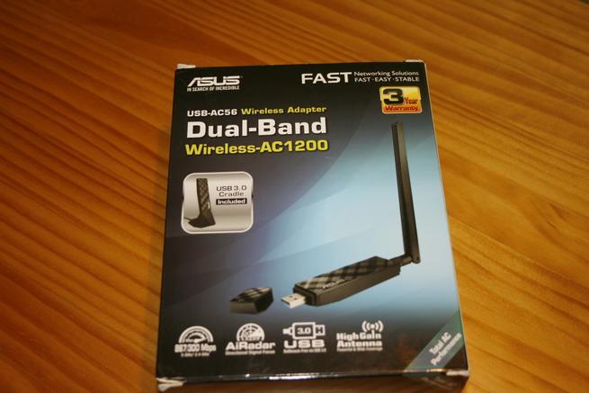 Frontal de la caja de la tarjeta Wi-Fi ASUS USB-AC56