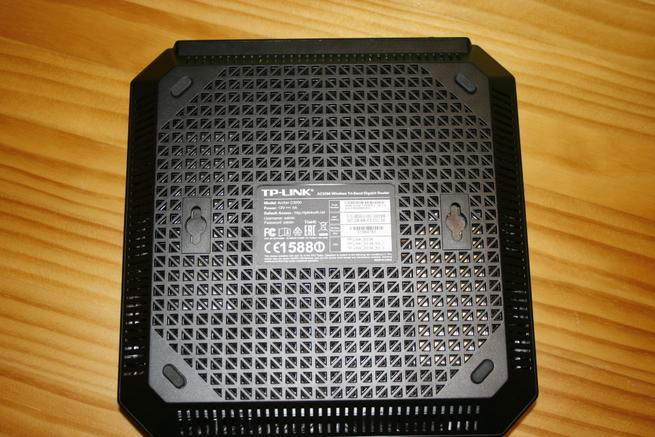 Inferior del router inalámbrico TP-Link Archer C3200