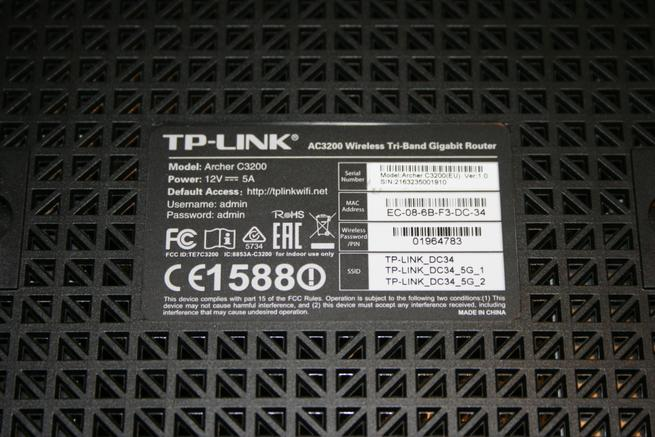 Vemos en detalle la pegatina del router TP-Link Archer C3200 con los credenciales