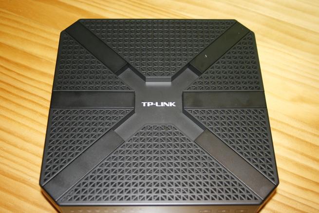 Frontal del router inalámbrico de alto rendimiento TP-Link Archer C3200