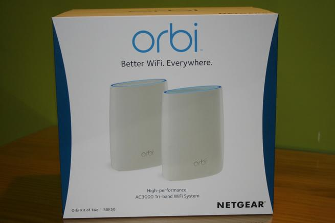 Frontal de la caja de los equipos NETGEAR Orbi RBK50