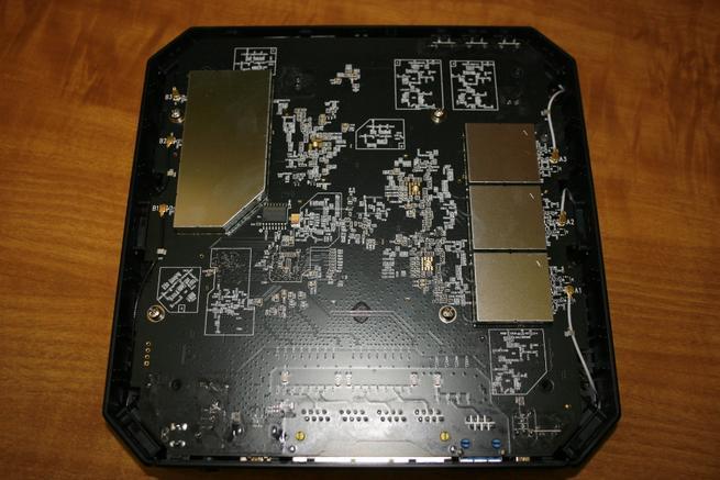 Detalle de los componentes del router TP-Link Archer C3200
