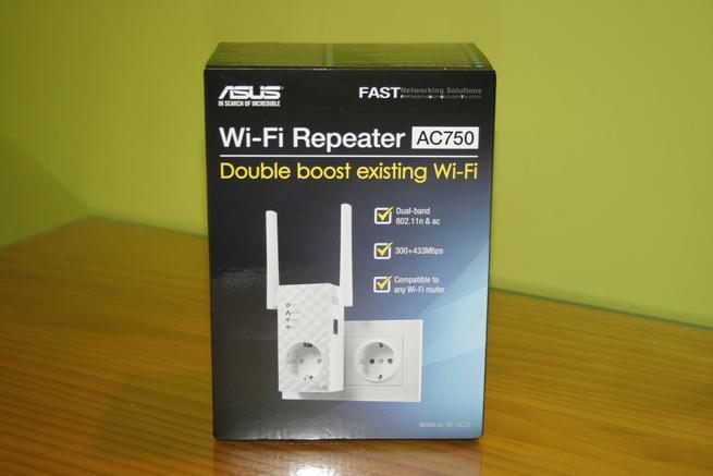 Frontal de la caja del repetidor Wi-Fi ASUS RP-AC53