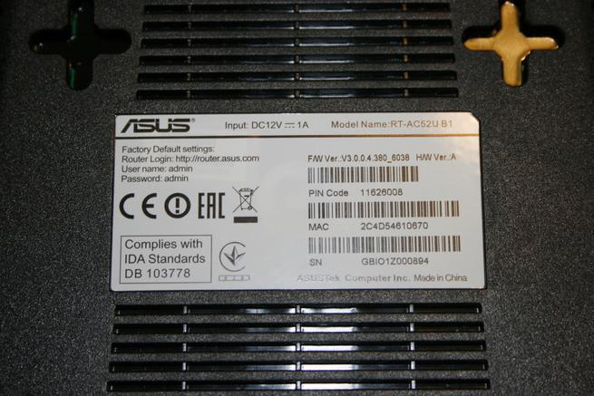 Vista en detalle del router neutro ASUS RT-AC52U B1