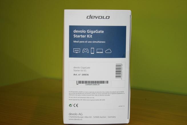 Zona lateral derecha de la caja del puente Wi-Fi devolo GigaGate
