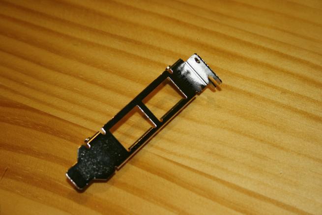Bracket de bajo perfil de la tarjeta de red D-Link DXE-820T