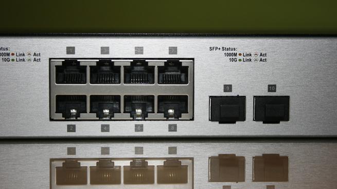 Detalle de los puertos 10G del switch D-Link DXS-1100-10TS