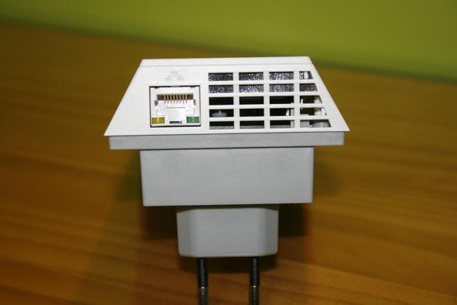 Puerto Gigabit en el repetidor Wi-Fi NETGEAR EX7300