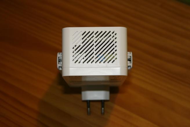 Zona inferior del PLC secundario D-Link DHP-W611AV