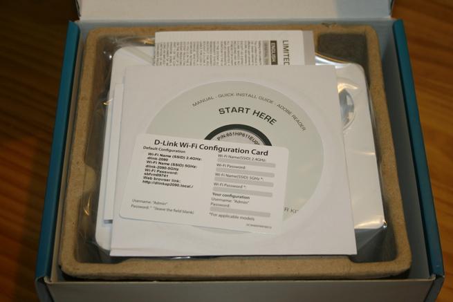 Interior de la caja del PLC D-Link DHP-W611AV de alto rendimiento